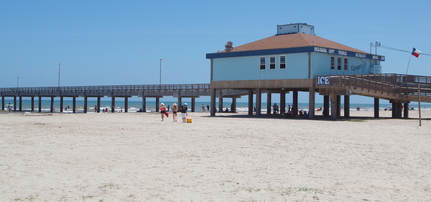 Walking distance to the beach from our port Aransas hotels.